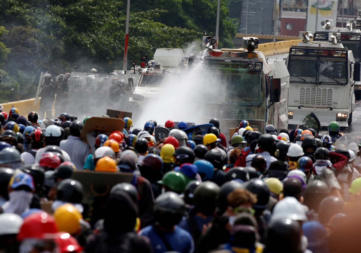 Riot security forces use a water canon while clashing with demonstrators rallying against President Nicolas Maduro in Caracas, Venezuela, May 24, 2017. REUTERS/Carlos Garcia Rawlins