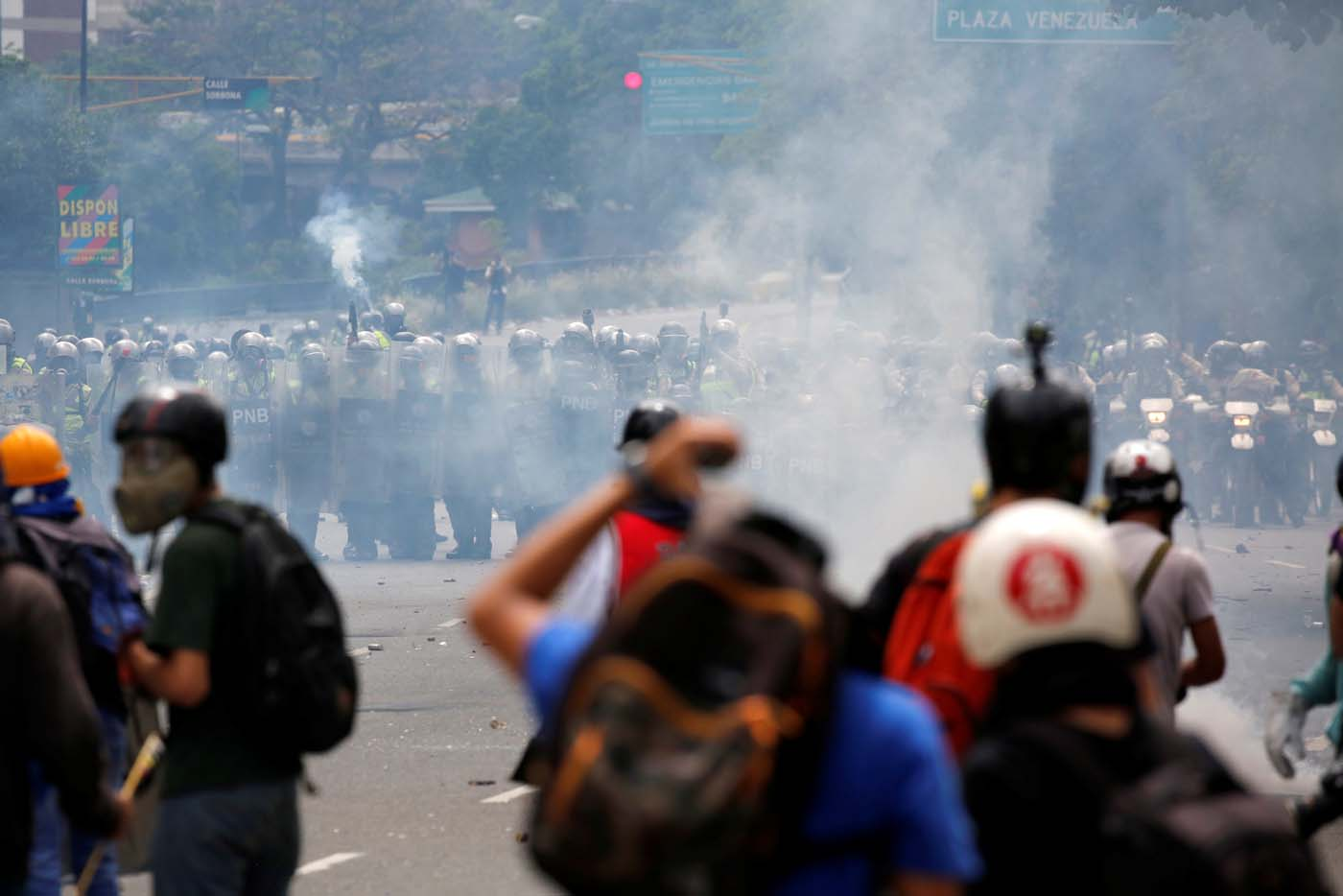 Riot security forces take position while clashing with demonstrators rallying against President Nicolas Maduro in Caracas, Venezuela, May 24, 2017. REUTERS/Carlos Garcia Rawlins