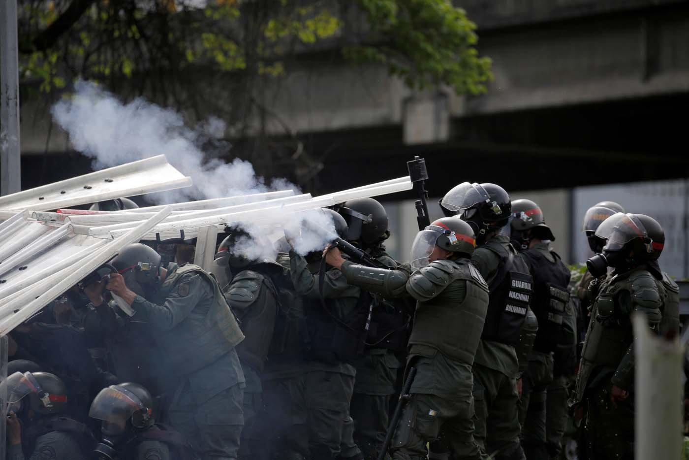 Riot security forces take position while clashing with demonstrators rallying against President Nicolas Maduro in Caracas, Venezuela, May 24, 2017. REUTERS/Carlos Barria
