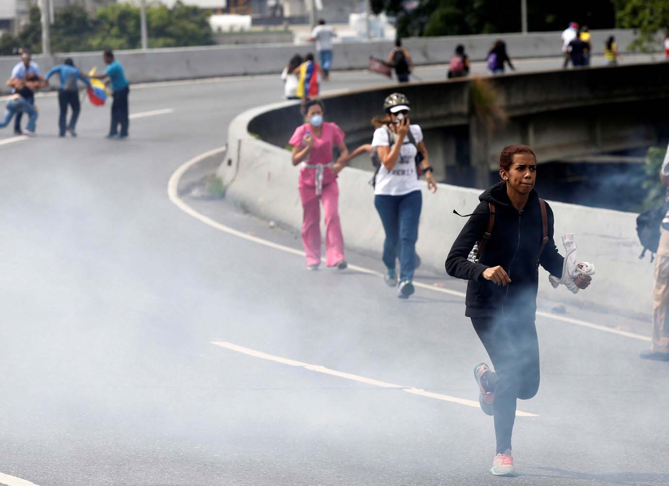 Demonstrators run away while clashing with riot security forces during a rally against President Nicolas Maduro in Caracas, Venezuela, May 24, 2017. REUTERS/Marco Bello