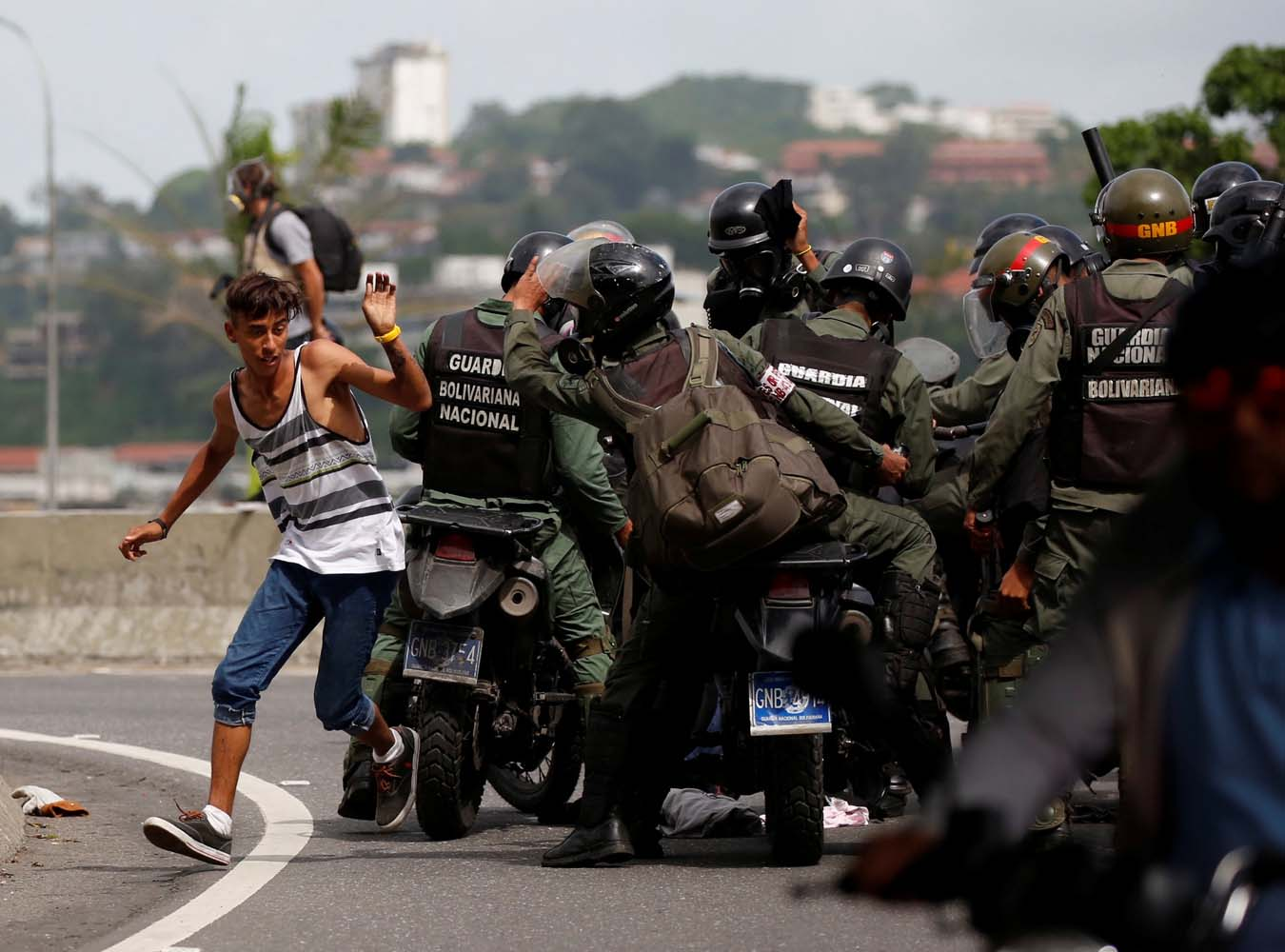 Riot security forces try to grab a man while clashing with demonstrators rallying against President Nicolas Maduro in Caracas, Venezuela, May 24, 2017. REUTERS/Carlos Garcia Rawlins TPX IMAGES OF THE DAY