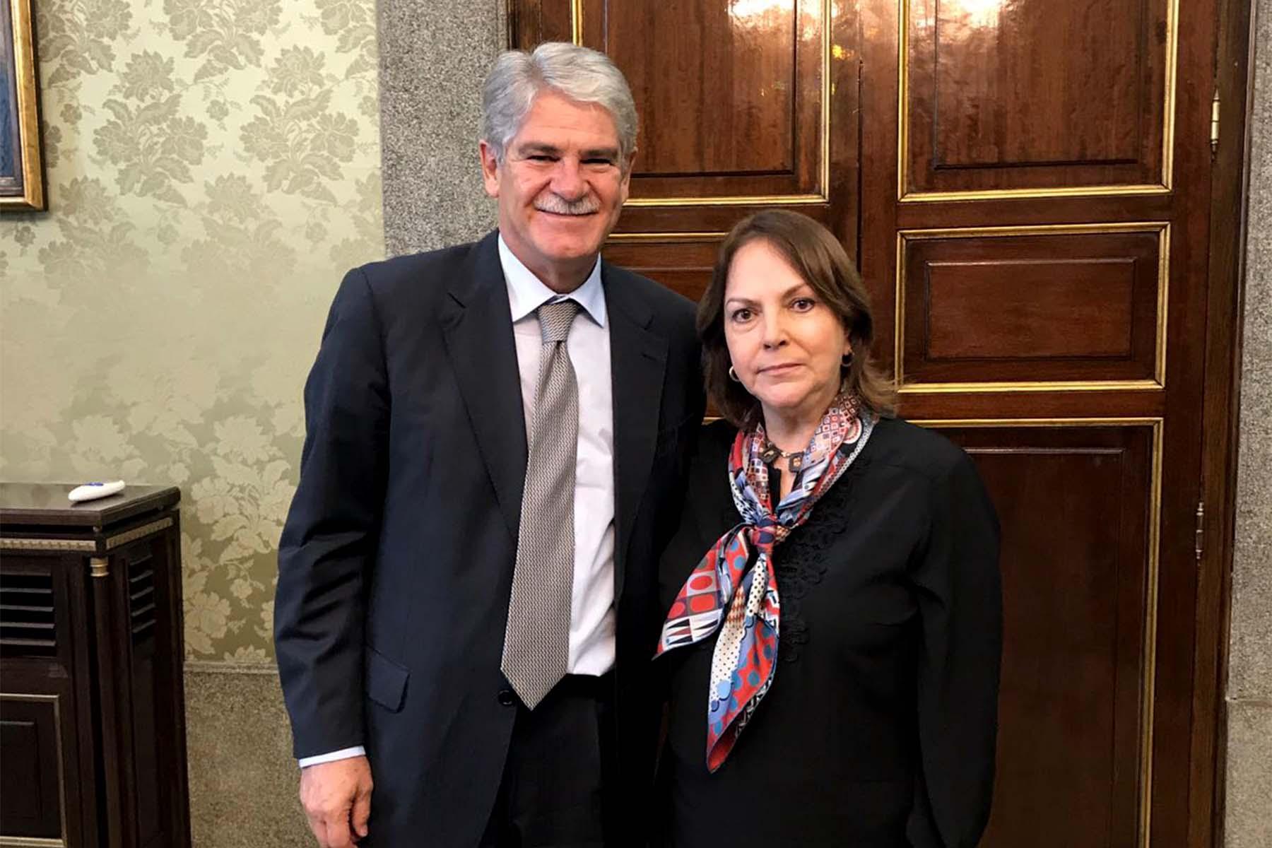 La esposa del Alcalde Metropolitano de Caracas pidió a los gobiernos de Europa que no sigan suministrando equipos de guerra