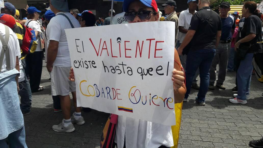 Abuelos se concentran en la Plaza Brión para marchar hasta la Defensoría del Pueblo / Foto: Eduardo Ríos