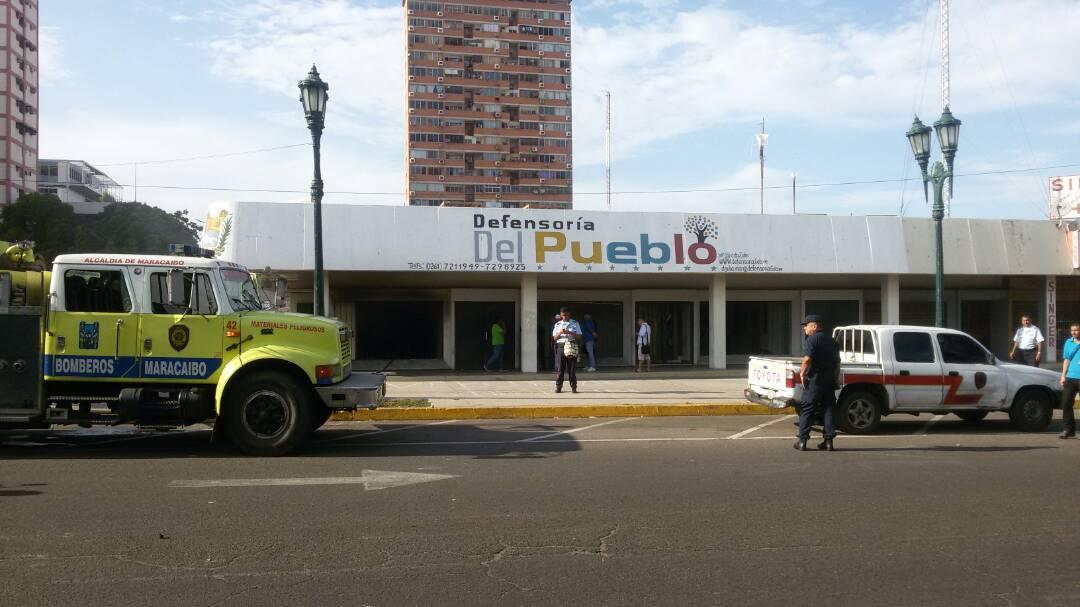 La sede de la Defensoría en el estado Zulia fue incendiada. La misma suerte la corrió el edificio del Inavi. Foto: @Ldanieri