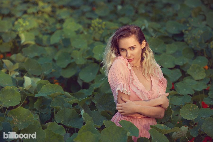 MileyCyrus-Billboard1