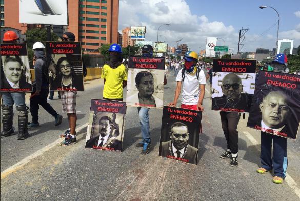 Escuderos de la resistencia en la Francisco Fajardo. Foto: Raylí Lujan