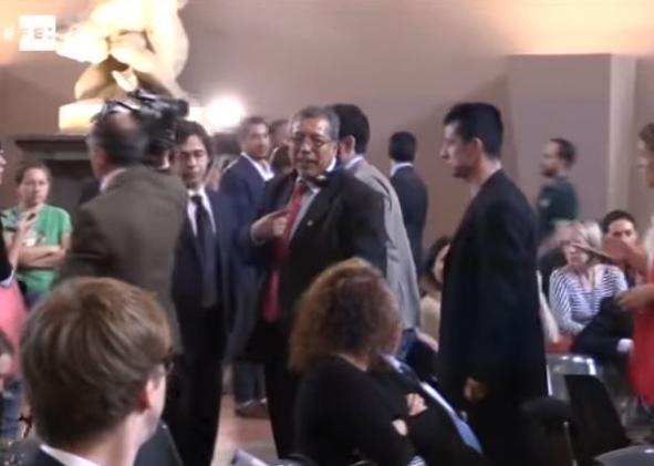 El diputado venezolano, Saúl Ortega interrumpió el discurso de presidente del Parlamento Europeo