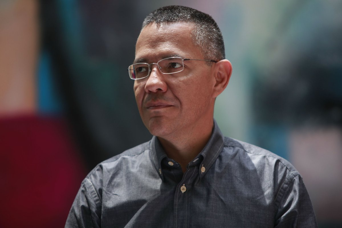 ministro de Comunicaciones Ernesto Villegas