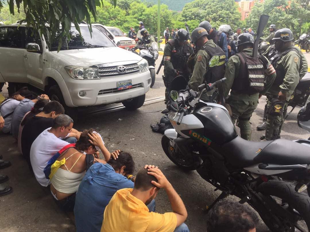 Detenidos en manifestación en el Trigal. Foto: @randolfoblanco