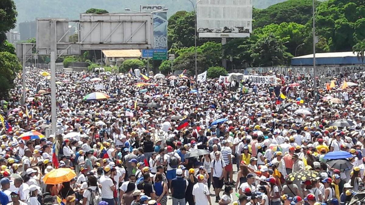 Manifestantes colman el distribuidor Los Ruices