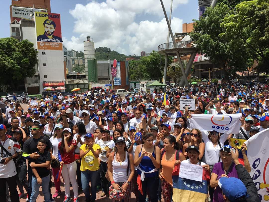 Venezolanos comenzaron a concentrarse desde el mediodía en distintos puntos de Caracas como la plaza Alfredo Sadel. Foto: @Dereckb