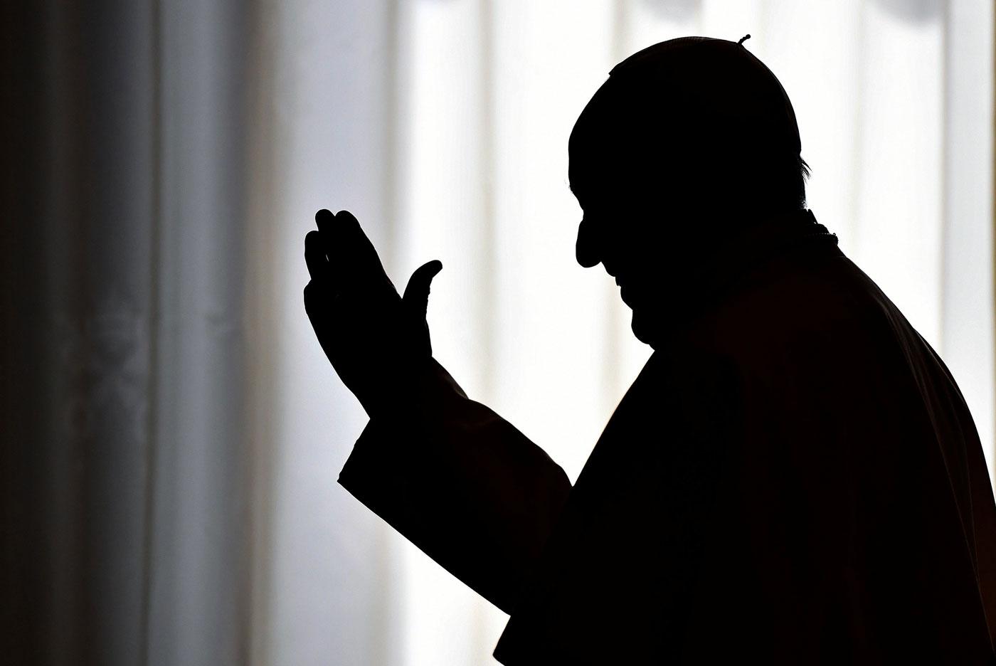 La silueta del papa Francisco (Foto archivo Reuters)