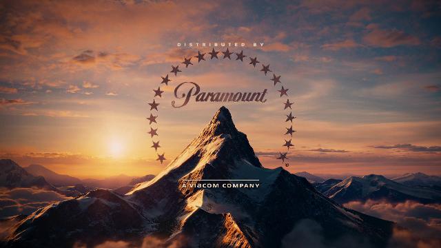 De acuerdo con una teoría, el primer logo de Paramount Pictures fue dibujado en una servilleta por el fundador de la empresa, William Wadsworth Hodkinson. Las 24 estrellas que rodean la montaña representaban a los 24 actores que inicialmente firmaron contratos con Paramount.