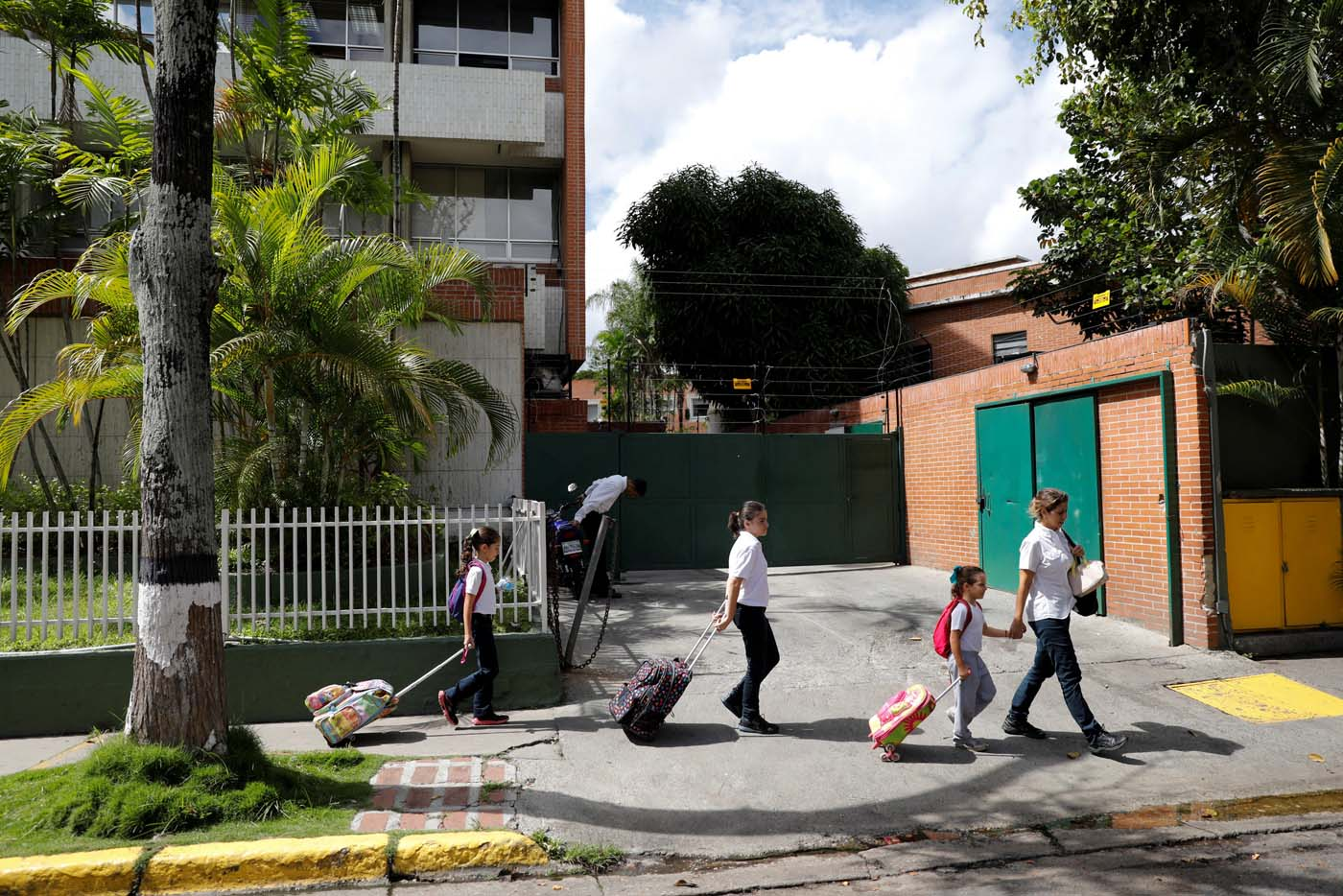 Caribay Valenzuela (R), walks with her daughters (L-R) Carlota, Eloisa and Carmen, after picking them up on the school on a day of protests in Caracas, Venezuela June 19, 2017. Picture taken June 19, 2017. REUTERS/Carlos Garcia Rawlins