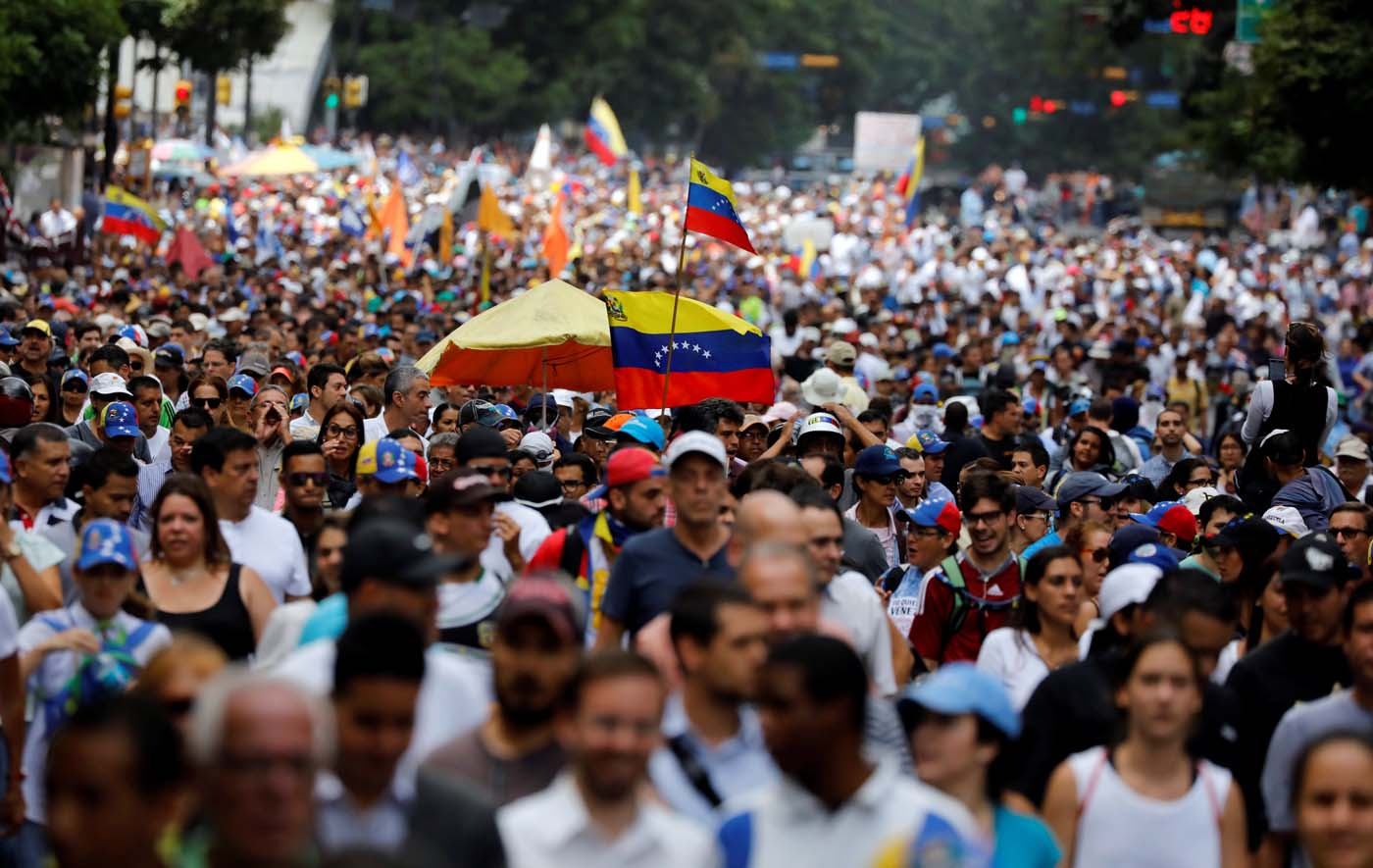 Opposition supporters march during a rally against Venezuelan President Nicolas Maduro's government in Caracas, Venezuela June 22, 2017. REUTERS/Carlos Garcia Rawlins