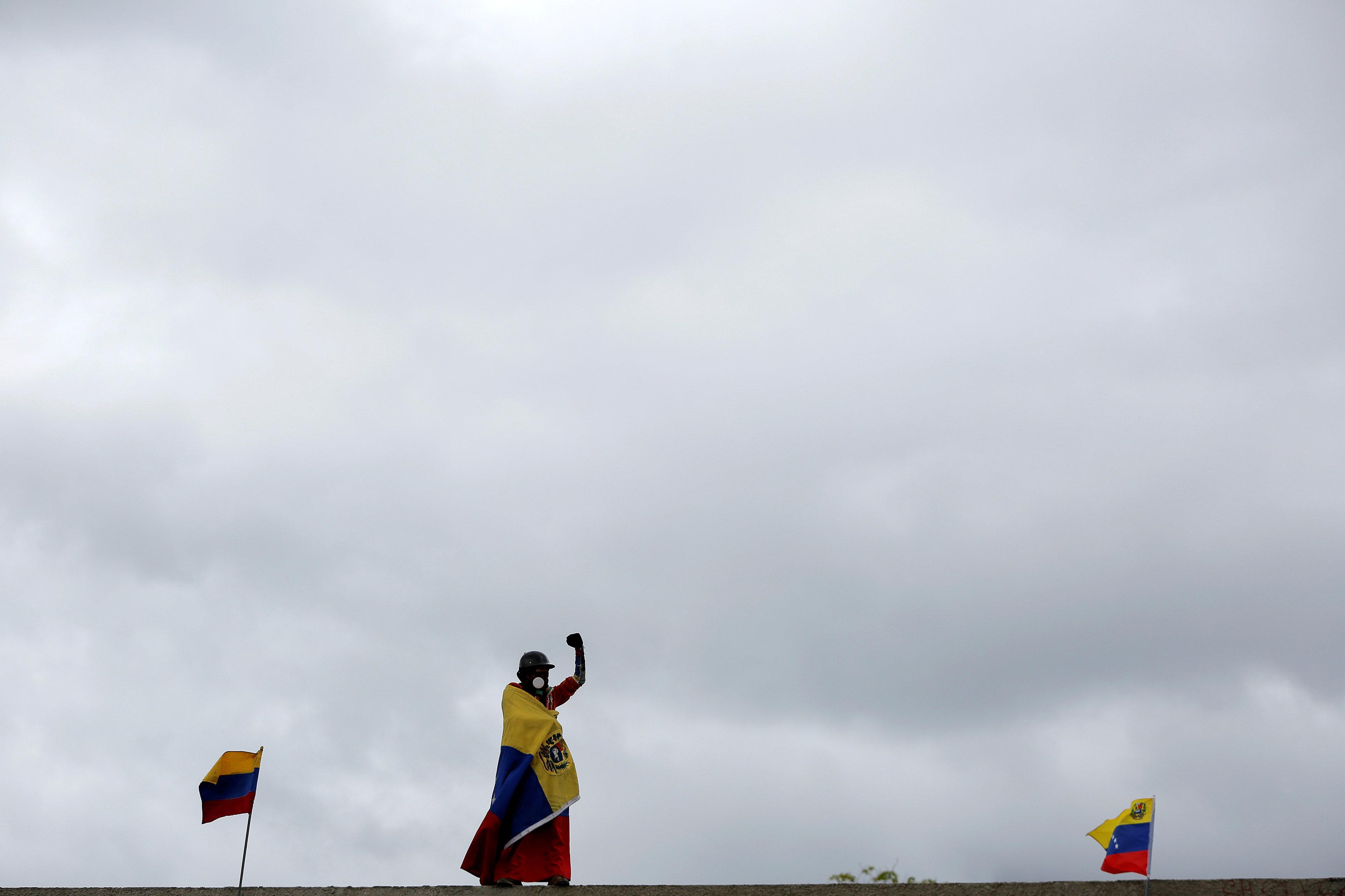 Oposición pidió a la Fanb defender al pueblo y Maduro reitera denuncias de golpe. REUTERS/Ivan Alvarado