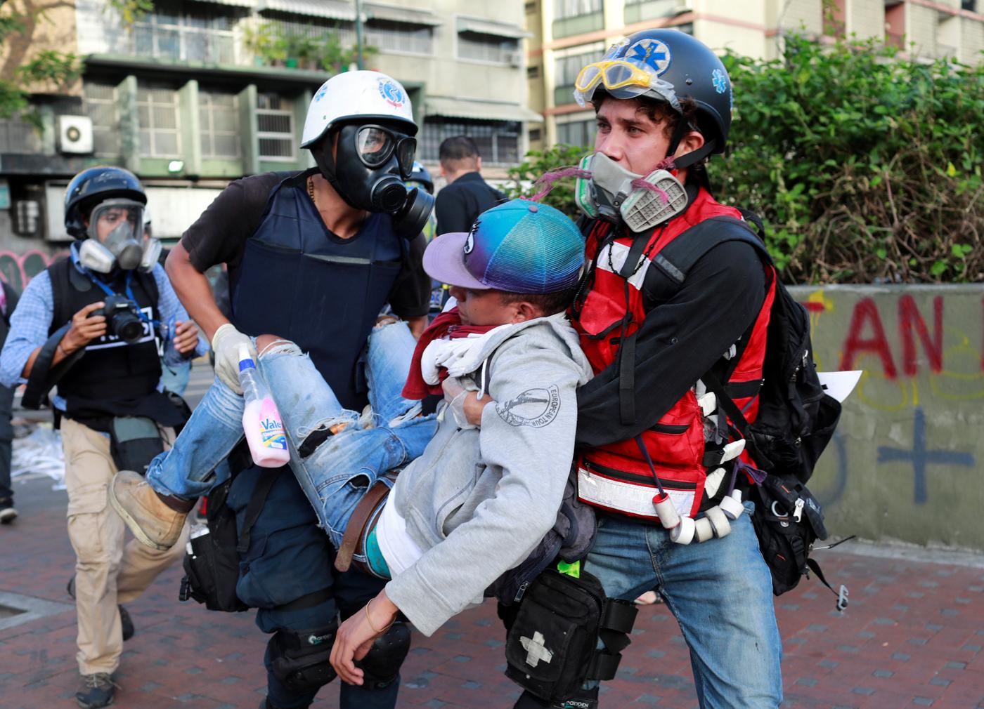 Herido tras la represión /REUTERS/Marco Bello