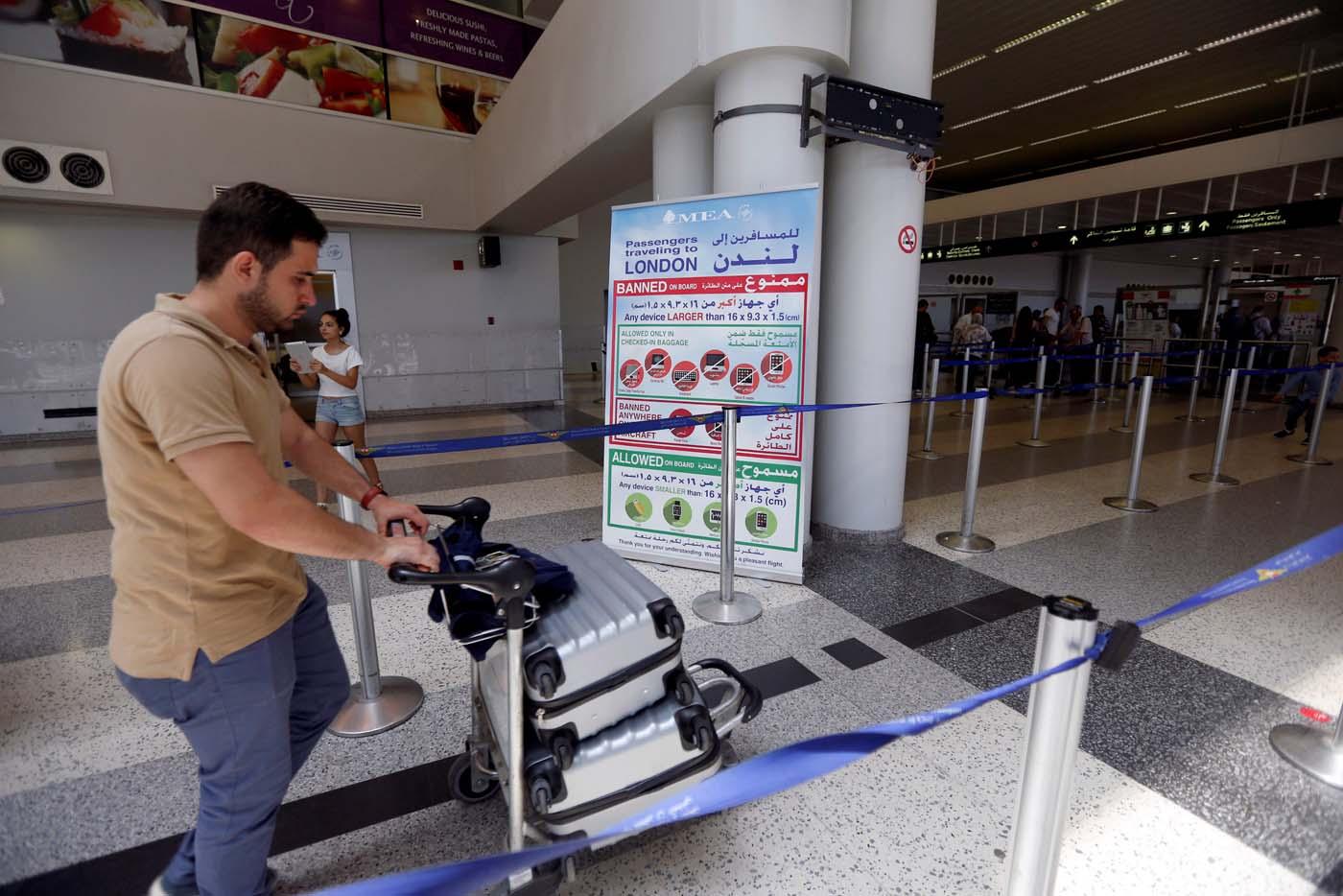APasajeros esperan abordar un vuelo hacia Estados Unidos desde el Líbano June 29, 2017. REUTERS/Jamal Saidi