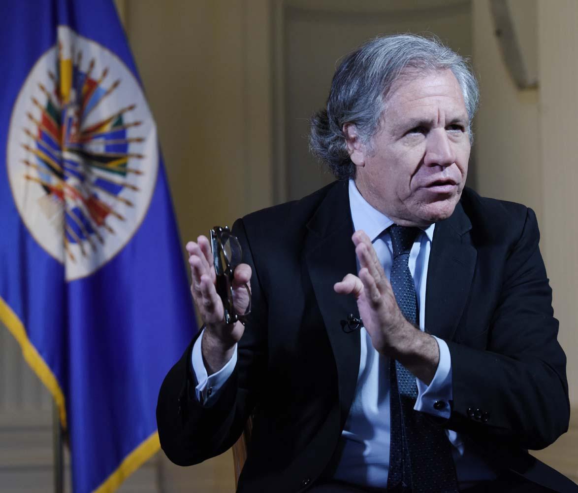 """DCLN108- WASHINGTON DC (EE.UU) 02/06/2017.- El secretario general de la OEA, Luis Almagro, asiste hoy, viernes 2 de junio de 2017, a una entrevista con Efe en Washington (EE.UU.). Almagro defendió hoy que lo que él tiene para Venezuela es un """"anti Plan Cóndor"""", después de que el presidente boliviano, Evo Morales, le acusara de tener una """"política de Plan Cóndor"""" para """"eliminar políticamente"""" a """"Gobiernos antiimperialistas"""". EFE/LENIN NOLLY."""