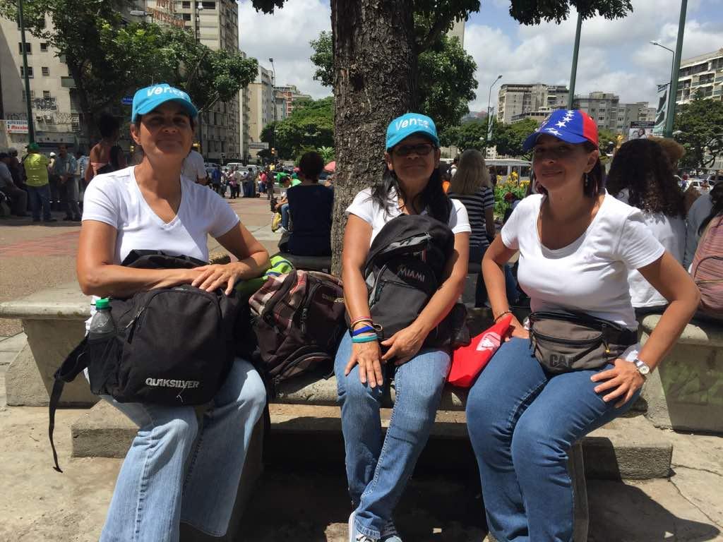 Manifestantes comienzan a concentrarse en la Plaza Altamira / Foto: Régulo Gómez - La Patilla