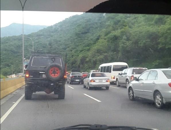 Autopista Gran Mariscal de Ayacucho pesenta fuerte congestionamiento a las 7:00am / Foto: @naty_tv