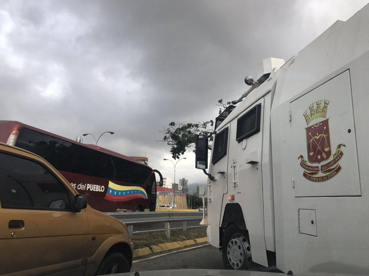 Foto: GNB cierra el paso en PLaza Venezuela / Valeria Valle