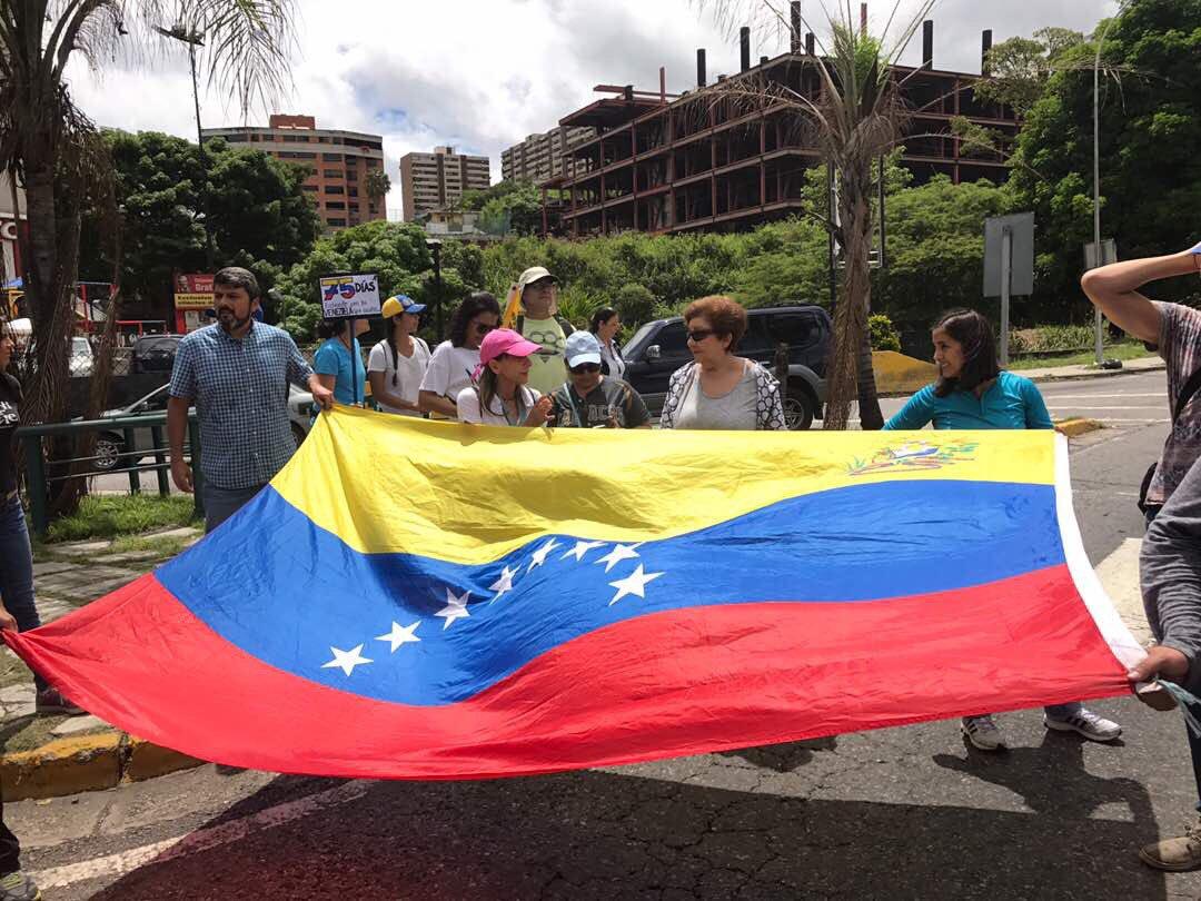 Manifestantes se plantan en La Trinidad / Foto: Alejandro Vivas