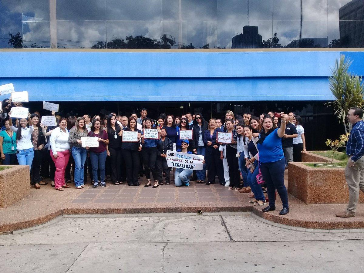 Foto: En el Zulia fiscales se manifiestan en apoyo a Luisa Ortega Díaz / Cortesía