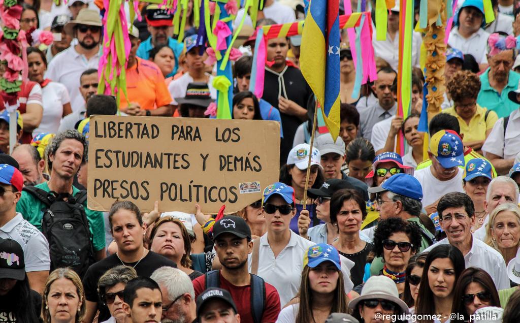 Rosario por la paz de Venezuela / Foto: Régulo Gómez