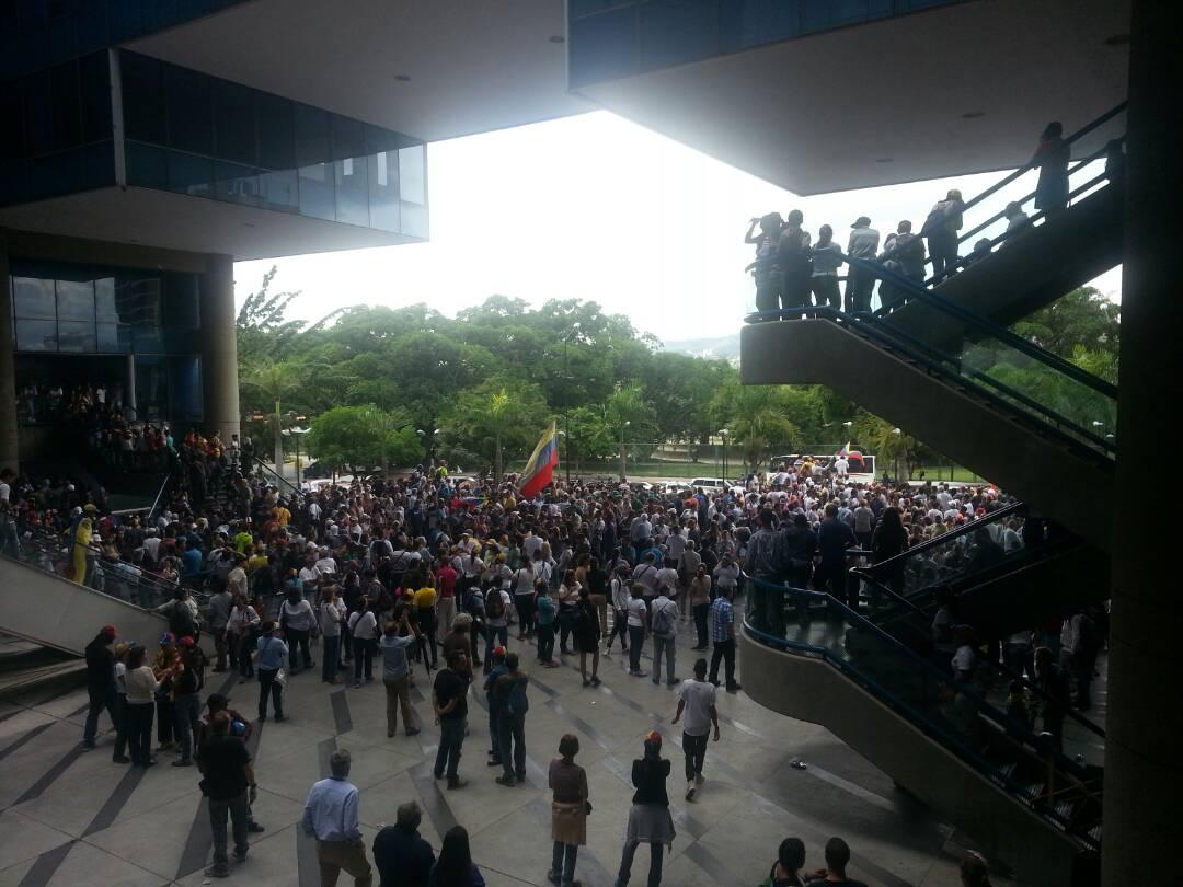 Manifestantes llegan a Parque Cristal. Foto: Pamela Toledo.