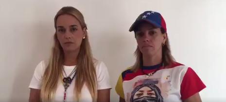 Lilian Tintori junto a la madre del joven caído, Neomar Lander