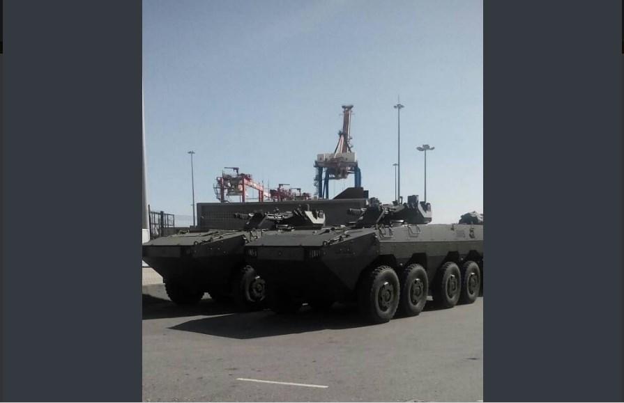 Tanquetas militares llegando al puerto de La Guaira / Foto: José Manuel Olivares