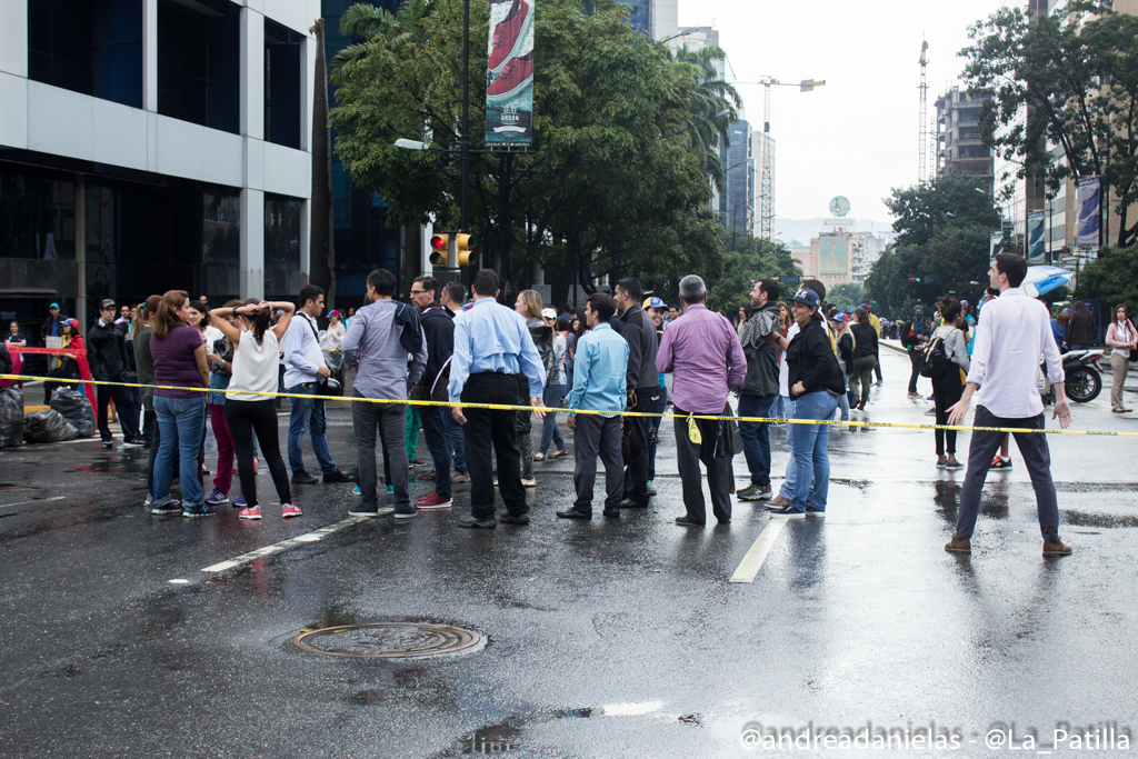 Sociedad civil en el trancazo de este miércoles en Caracas. Foto/Lapatilla