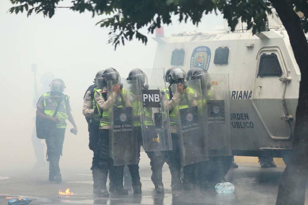 La represión despiadada de los cuerpos de seguridad no logra doblegar a la resistencia opositora. Foto: Eduardo Ríos / LaPatilla.com