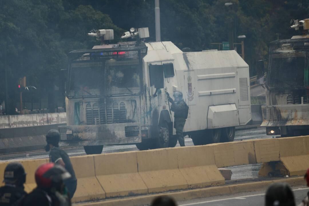 GNB reprime a manifestantes en la Francisco Fajardo / Foto: Will Jiménez