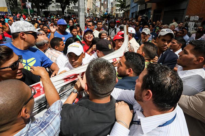 opositores y chavista en el MP  (2)
