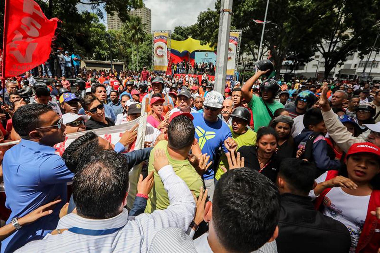 opositores y chavista en el MP  (3)