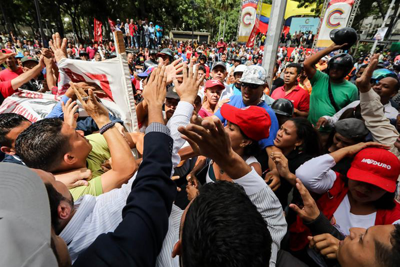opositores y chavista en el MP  (4)