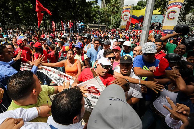 opositores y chavista en el MP  (5)
