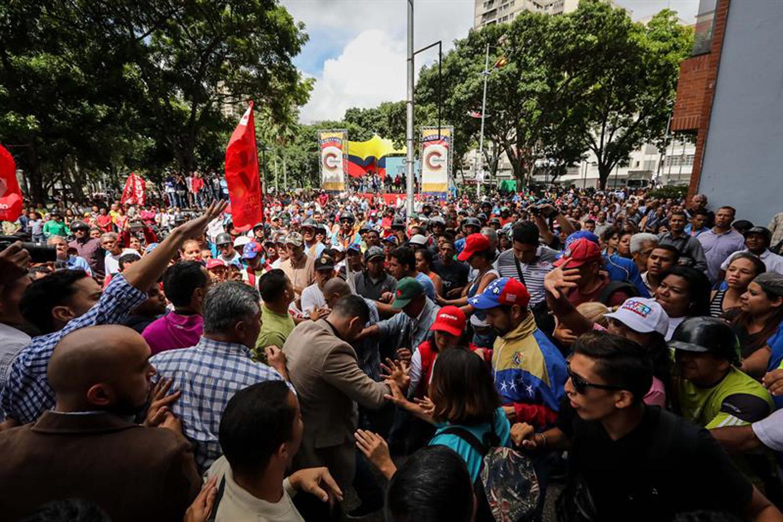 opositores y chavista en el MP  (6)