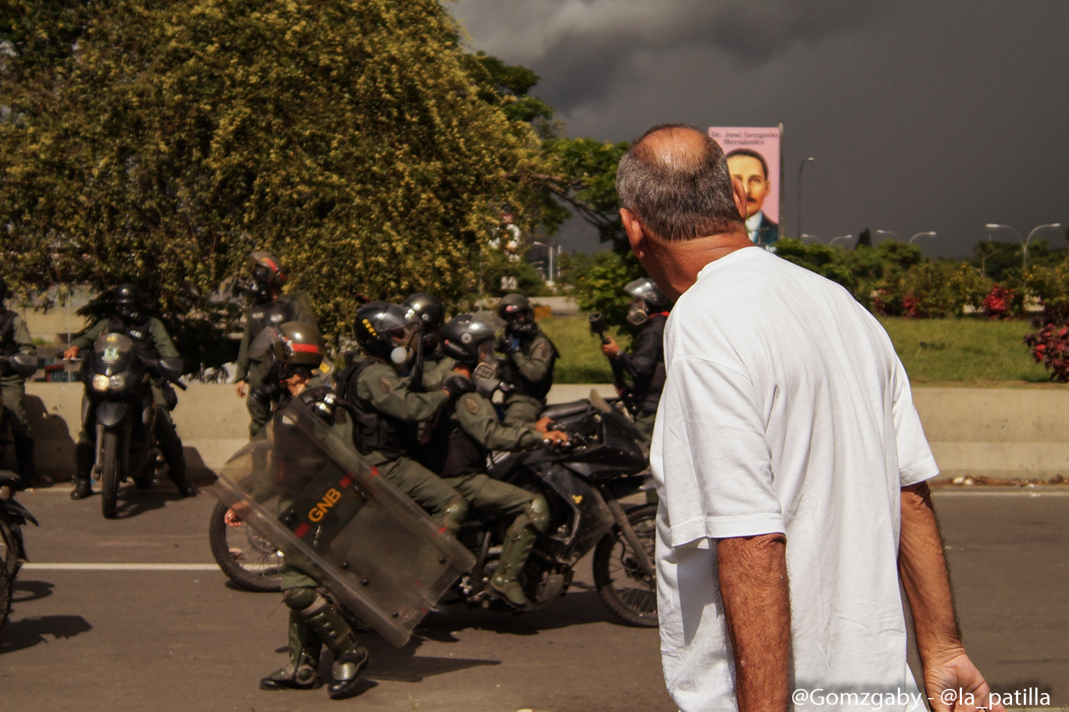"""La represión """"atroz"""" arremetió este #19Jun hasta con balas: La resistencia continúa. Fotos: Gabriela Gómez / LaPatilla.com"""