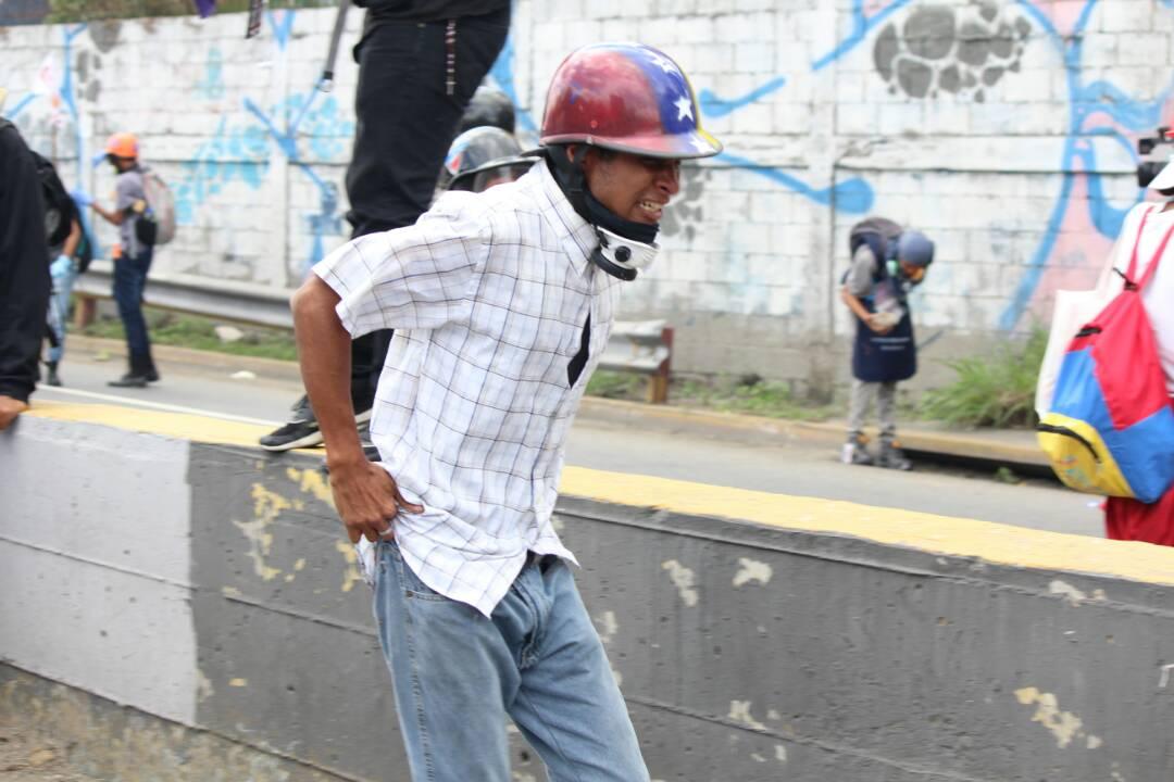 Así fue la brutal arremetida de los cuerpos de seguridad contra los manifestantes en la Fajardo. Fotos: LaPatilla.com