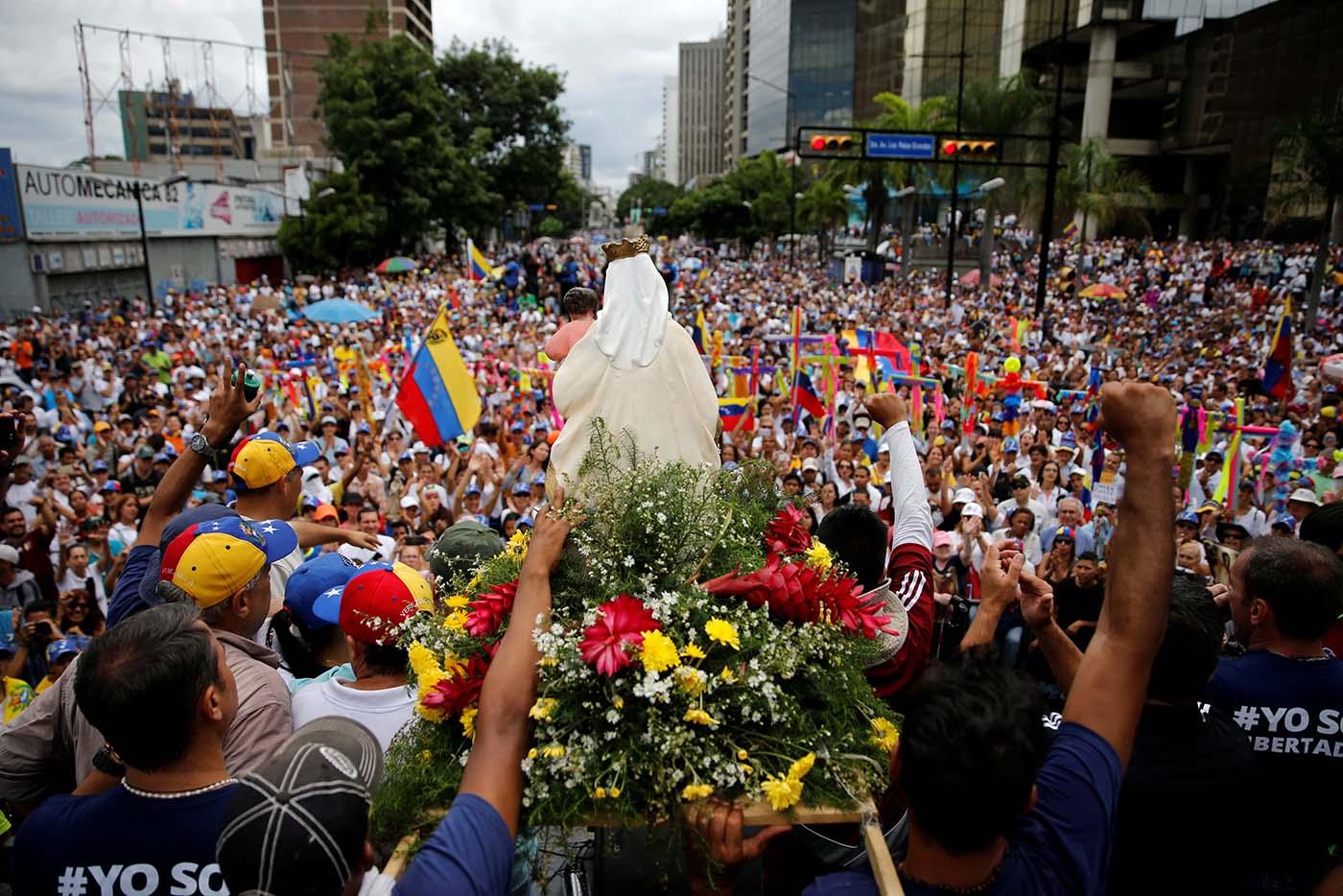 Opositores rezaron por la paz de Venezuela   Junio 17, 2017. REUTERS/Ivan Alvarado
