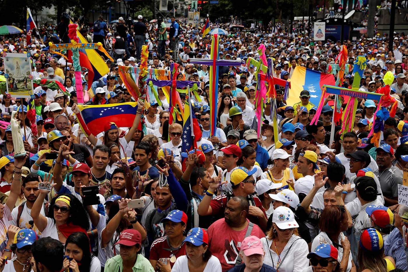 Opositores rezaron por la paz de Venezuela   Junio 17, 2017. REUTERS/Carlos García Rawlins