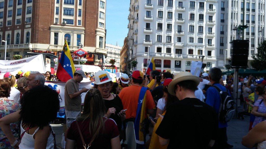 Venezolanos protestaron en Madrid. Foto: @RCTVenlinea