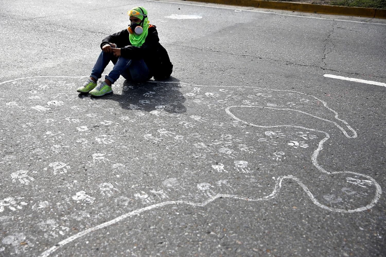 Manifestantes asisten a una manifestación contra el gobierno del presidente venezolano Nicolás Maduro en Caracas, Venezuela el 1 de julio de 2017. REUTERS / Ivan Alvarado