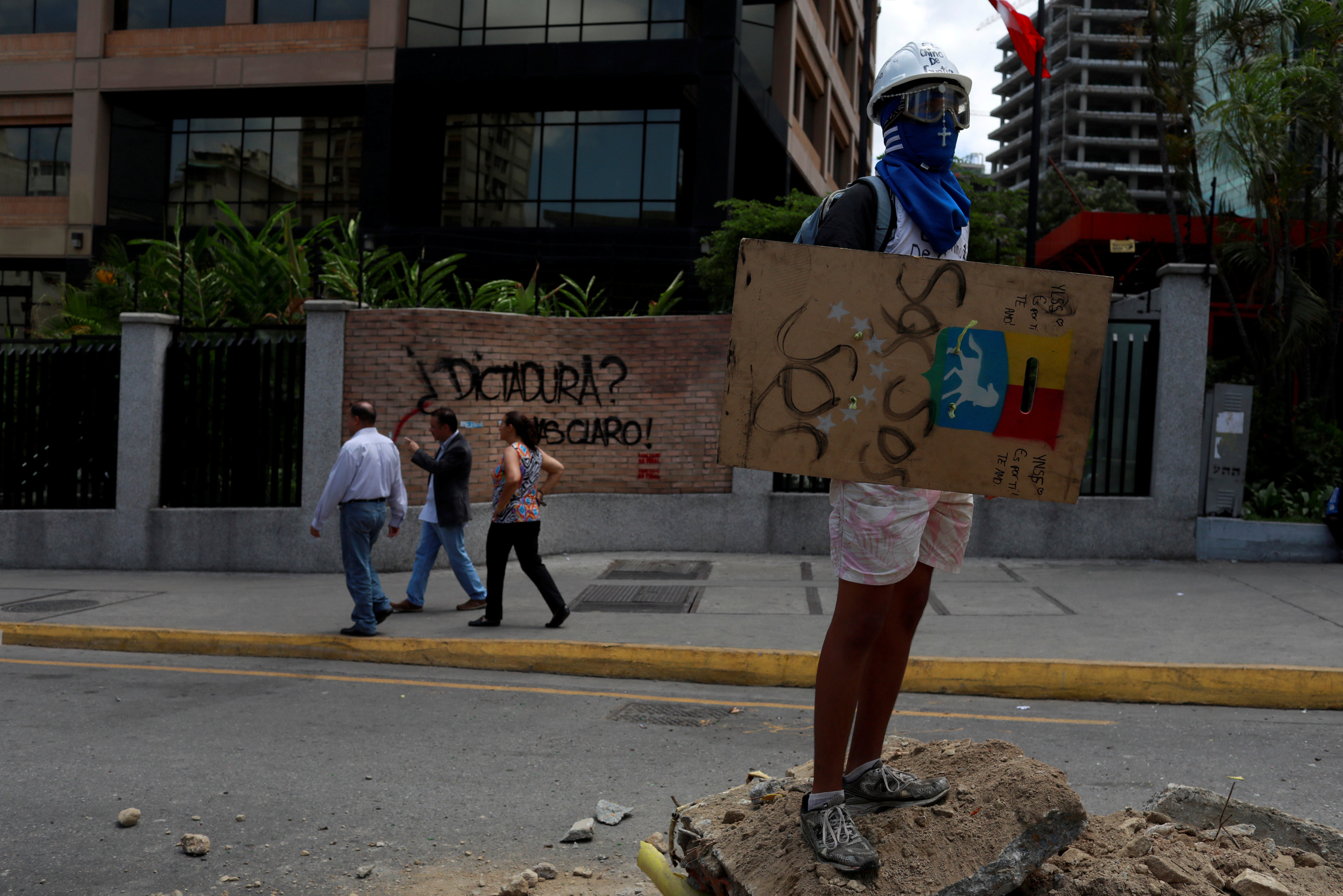 Opposition supporters rally against Venezuela's President Nicolas Maduro's government, in Caracas, Venezuela July 4, 2017. REUTERS/Marco Bello