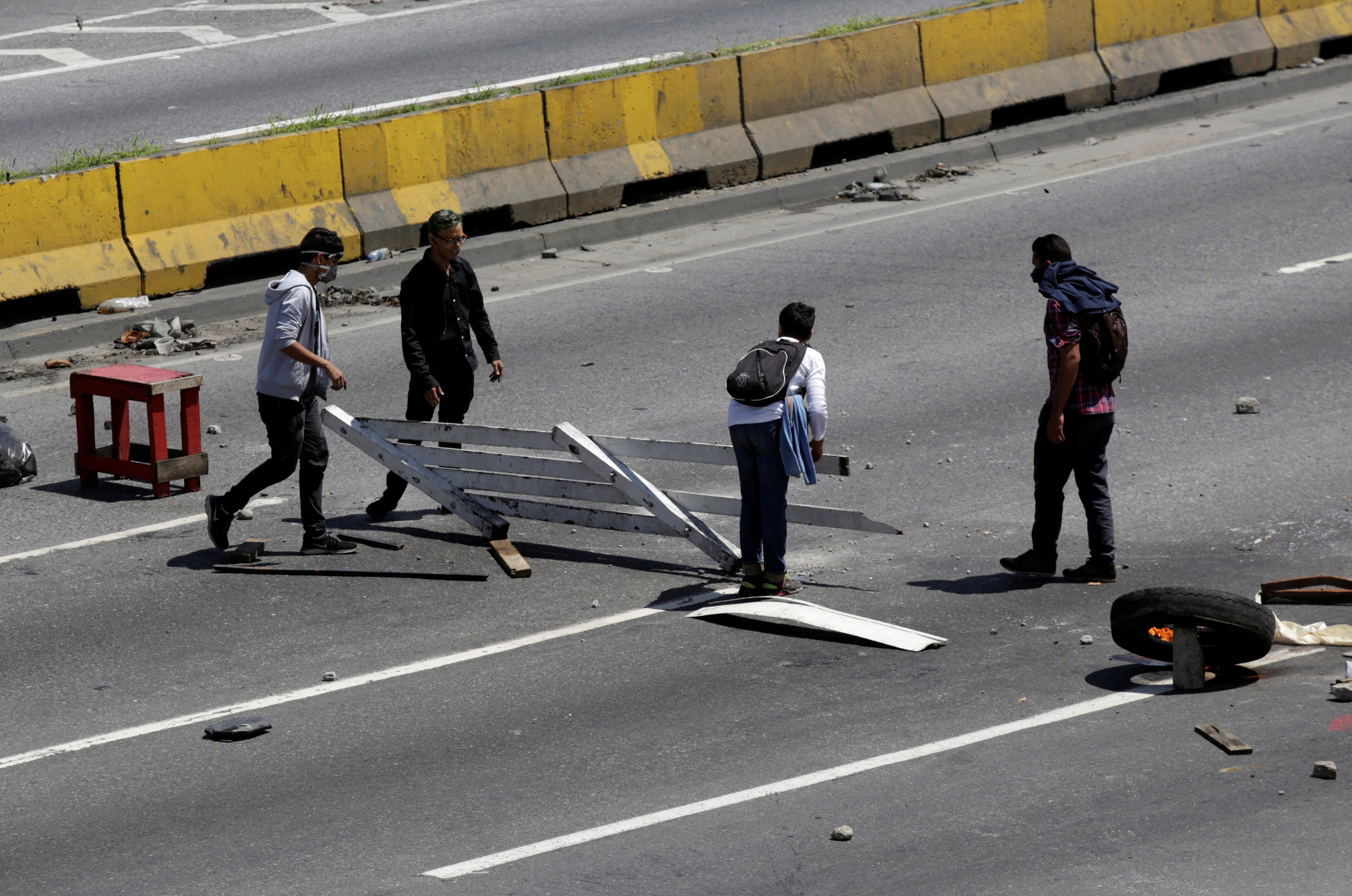 Opposition supporters build a barricade on a highway while rallying against Venezuela's President Nicolas Maduro's government, in Caracas, Venezuela July 4, 2017. REUTERS/Marco Bello