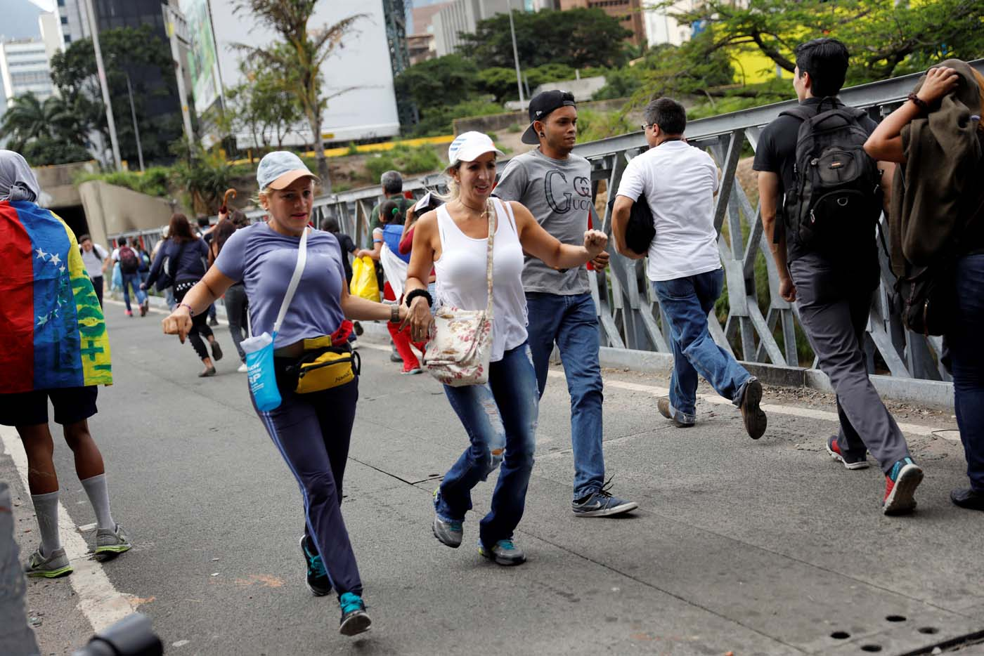 People run during a rally against Venezuelan President Nicolas Maduro's government in Caracas, Venezuela, July 6, 2017. REUTERS/Andres Martinez Casares