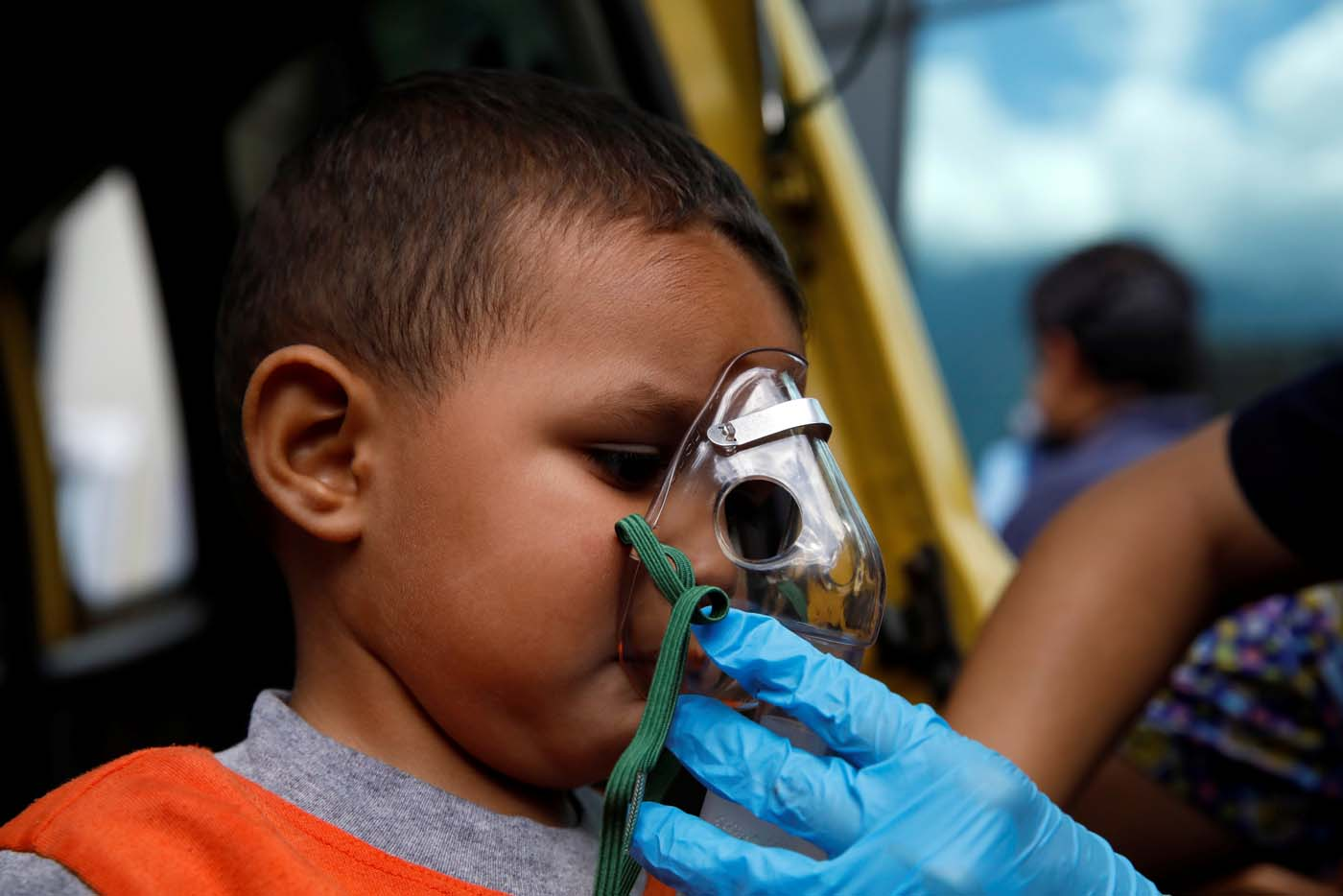 A child gets medical attention outside a shopping mall after smoke from tear gas fired by security forces got inside of it during clashes at a rally against Venezuelan President Nicolas Maduro's government in Caracas, Venezuela, July 6, 2017. REUTERS/Carlos Garcia Rawlins